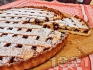 Приготвяне на рецепта Пай с домашно сладко или конфитюр от вишни